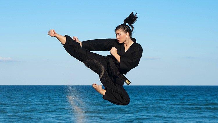 Anca, calcio circolare e arti marziali aumentano il rischio di lesioni